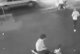 Giật điện thoại không thành, quay lại rút dao dọa người bị cướp