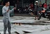 Ninh Bình: Nam thanh niên nghi ngáo đá cầm 2 con dao la hét đuổi chém người qua đường
