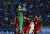 Video: Bùi Tiến Dũng bay người đấm bóng giải nguy cho khung thành của U23 Việt Nam