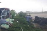 Xe ô tô chở cơm hộp của Hội phụ nữ bị lật trên đường đi tiếp tế