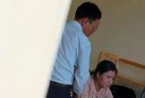 Hà Tĩnh: Phản cảm hình ảnh ngồi trên bàn làm việc của vị Bí thư Đảng ủy xã với nữ cán bộ địa chính?