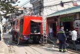 Xưởng gỗ ở Hà Nội bốc cháy ngùn ngụt giữa trưa