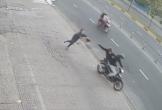 Người phụ nữ bị cướp giật túi xách, kéo ngã đập mặt xuống đường
