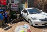 Trôi tự do, ô tô con tông một phụ nữ đi xe máy tử vong tại chỗ