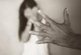 Cha ruột nhiều lần hiếp dâm con gái rồi bắt uống thuốc ngừa thai