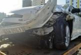 Ô tô mất lái tông vào xe tải, 3 người nguy kịch