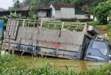 Nghệ An: Ôtô tải lao xuống ao, tài xế thoát chết