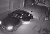 Clip: Nhóm thanh niên đi Mercedes dùng súng bắn trộm mèo giữa phố Hà Nội