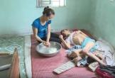 Người vợ tuyệt vọng gồng gánh chồng nằm liệt và 2 con