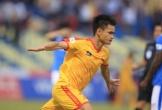 Phong độ cao của Đình Tùng giúp Thanh Hóa thắng Than Quảng Ninh 2-0, trận thắng thứ ba liên tiếp của họ dưới sự dẫn dắt của HLV Thành Công.