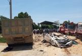 Danh tính hai mẹ con và tài xế tử vong vụ xe tải lật, đè xe con ở Thanh Hóa