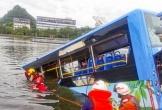 Tài xế Trung Quốc lao xe buýt xuống hồ để 'trả thù xã hội'