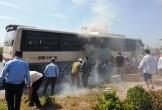 Thanh Hóa: Xe chở khách đi du lịch bất ngờ bốc khói lửa