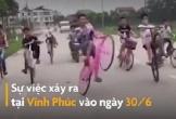 Nhóm thiếu niên đi xe đạp dàn hàng, bốc đầu xe trên quốc lộ