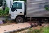 Xe máy kẹp 3 đấu đầu ôtô tải, 2 người chết