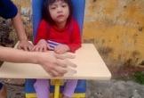 Thanh Hóa: Mẹ nghèo nuốt nước mắt nhìn con chống chọi với bệnh tật