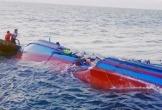 Tàu cá chở 5 thuyền viên bị đắm trên biển