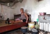 Cụ bà gần 80 tuổi gãy chân, nguy cơ bại liệt vì nghèo khó
