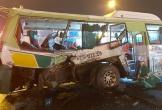 Xe tải tông ngang xe buýt giữa ngã tư, 20 người nhập viện