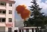 Video: Mảnh vỡ tên lửa Trung Quốc phát nổ, rơi gần trường học