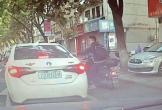Ném rác xuống đường, tài xế bị nam thanh niên dạy cho bài học