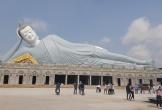 Cận cảnh chùa trăm tuổi, có tượng Phật nằm