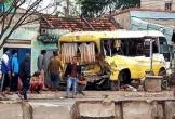 Quảng Bình: Tai nạn liên hoàn, xe đưa đón học sinh lao thẳng vào nhà dân