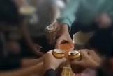 Thanh Hóa: Cô giáo quay clip, cổ vũ học sinh lớp 9 uống bia