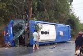 Lật xe giường nằm, CSGT đập kính đưa 19 người ra ngoài