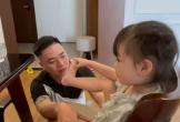 Ông bố khóc nức nở khi con gái đến tuổi đi học mẫu giáo khiến dân tình 'phát cuồng' vì quá đỗi dễ thương