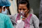 Giá bình oxy y tế tại chợ đen Ấn Độ tăng vọt