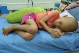 Bé gái mắc ung thư máu cầu cứu sự giúp đỡ