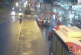 Clip: Thanh niên lao thẳng vào gầm container, camera hé lộ nguyên nhân