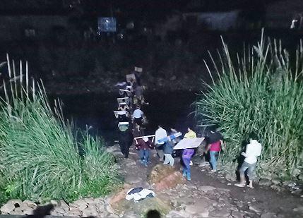Hàng lậu được tự do vận chuyển từ 22h đêm đến khoảng 6h30 sáng ngày hôm sau tại khu vực chợ Đồng Văn